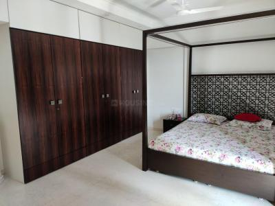 Gallery Cover Image of 2000 Sq.ft 4 BHK Independent Floor for buy in Santacruz West for 106000000