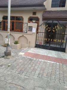 Gallery Cover Image of 1050 Sq.ft 2 BHK Independent House for rent in Eta 1 Greater Noida for 9000