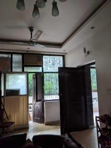 Gallery Cover Image of 1200 Sq.ft 1 BHK Independent Floor for rent in Chittaranjan Park for 24000