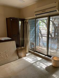 Gallery Cover Image of 1350 Sq.ft 3 BHK Apartment for rent in Sabita Apartments, Khar West for 135000