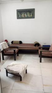 Gallery Cover Image of 1000 Sq.ft 2 BHK Apartment for rent in Worli for 60000