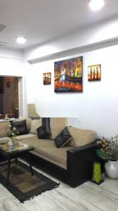 Gallery Cover Image of 1150 Sq.ft 2 BHK Apartment for rent in Ballygunge for 35000