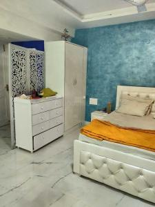 Gallery Cover Image of 2400 Sq.ft 3 BHK Apartment for buy in Unitech Heritage City, DLF Phase 2 for 28000000