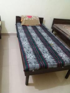 Gallery Cover Image of 400 Sq.ft 1 BHK Independent Floor for rent in Sector 13 for 8000
