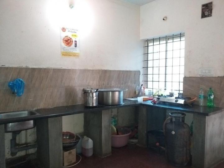 बीटीएम लेआउट में साई तेजा 2 के किचन की तस्वीर