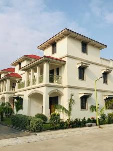 Gallery Cover Image of 3141 Sq.ft 4 BHK Villa for buy in Bhadaj for 27000000