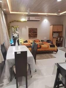 Gallery Cover Image of 600 Sq.ft 1 RK Apartment for rent in Vashi for 21000