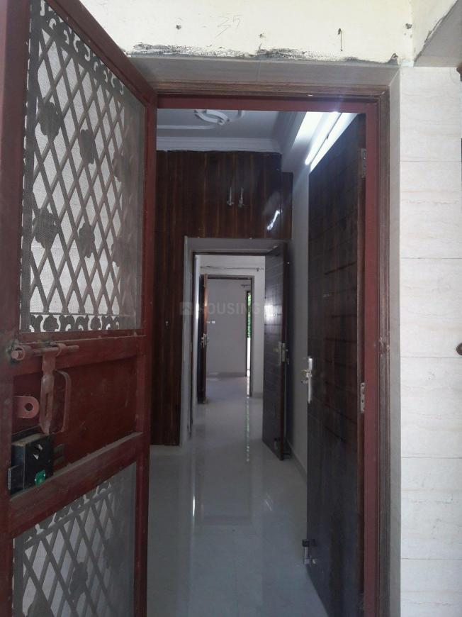 Main Entrance Image of 1000 Sq.ft 3 BHK Apartment for rent in Paschim Vihar for 20000