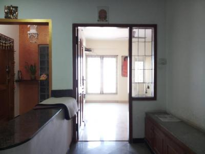 Gallery Cover Image of 1500 Sq.ft 3 BHK Apartment for rent in Velachery for 30000