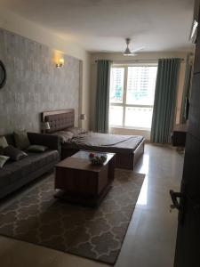 Gallery Cover Image of 495 Sq.ft 1 BHK Apartment for rent in Logix Blossom Zest, Sector 143 for 15000