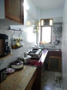 Gallery Cover Image of 275 Sq.ft 1 RK Apartment for rent in Santacruz East for 19000