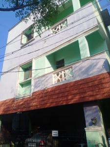 Gallery Cover Image of 820 Sq.ft 2 BHK Apartment for buy in Manapakkam for 1975000