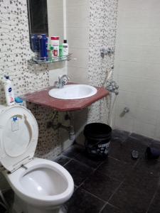 पीजी 3885082 आईएमटी मनेसार इन मनेसार के बाथरूम की तस्वीर