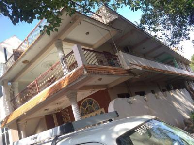 Gallery Cover Image of 900 Sq.ft 1 BHK Independent Floor for rent in Ayakolathur for 7700