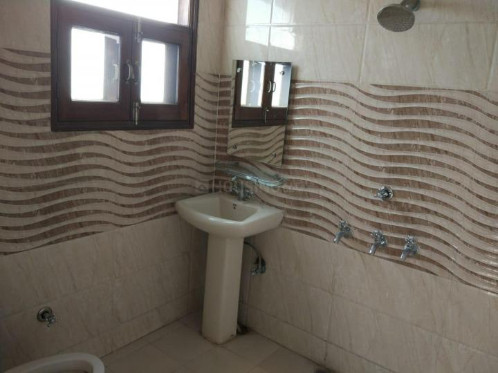 Common Bathroom Image of 2000 Sq.ft 2 BHK Independent House for rent in Sector 19 for 28000