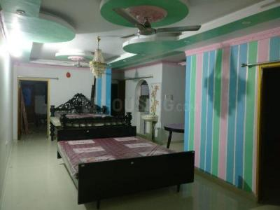 Gallery Cover Image of 1500 Sq.ft 3 BHK Apartment for rent in South Dum Dum for 15000