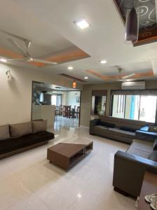 Gallery Cover Image of 2200 Sq.ft 3 BHK Apartment for buy in Bodakdev for 14000000