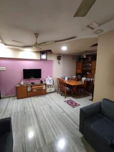 Gallery Cover Image of 850 Sq.ft 2 BHK Apartment for buy in Silver Palm, Vile Parle West for 18000000