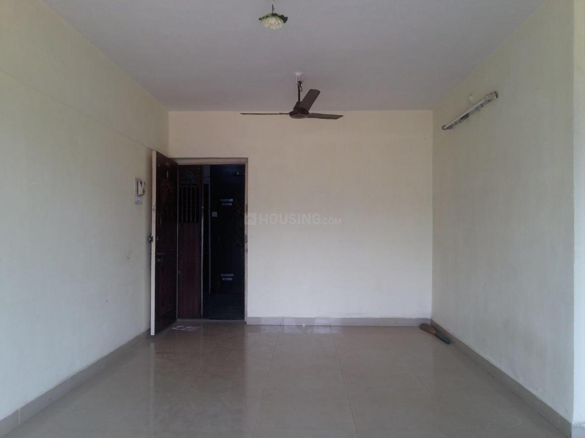 Living Room Image of 830 Sq.ft 2 BHK Apartment for buy in Thane West for 10000000
