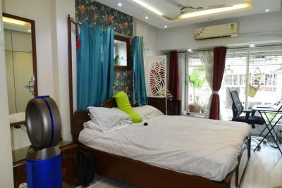 Gallery Cover Image of 1200 Sq.ft 2 BHK Apartment for buy in Silver Palm, Vile Parle West for 30000000