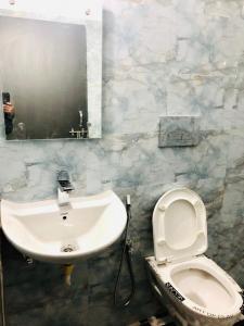 Bathroom Image of Shri Laxmi Accommodation Gurgaon in DLF Phase 4