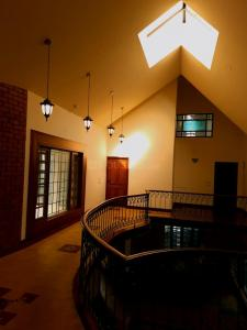 Gallery Cover Image of 6000 Sq.ft 5 BHK Independent House for buy in Kalyan Nagar for 100000000