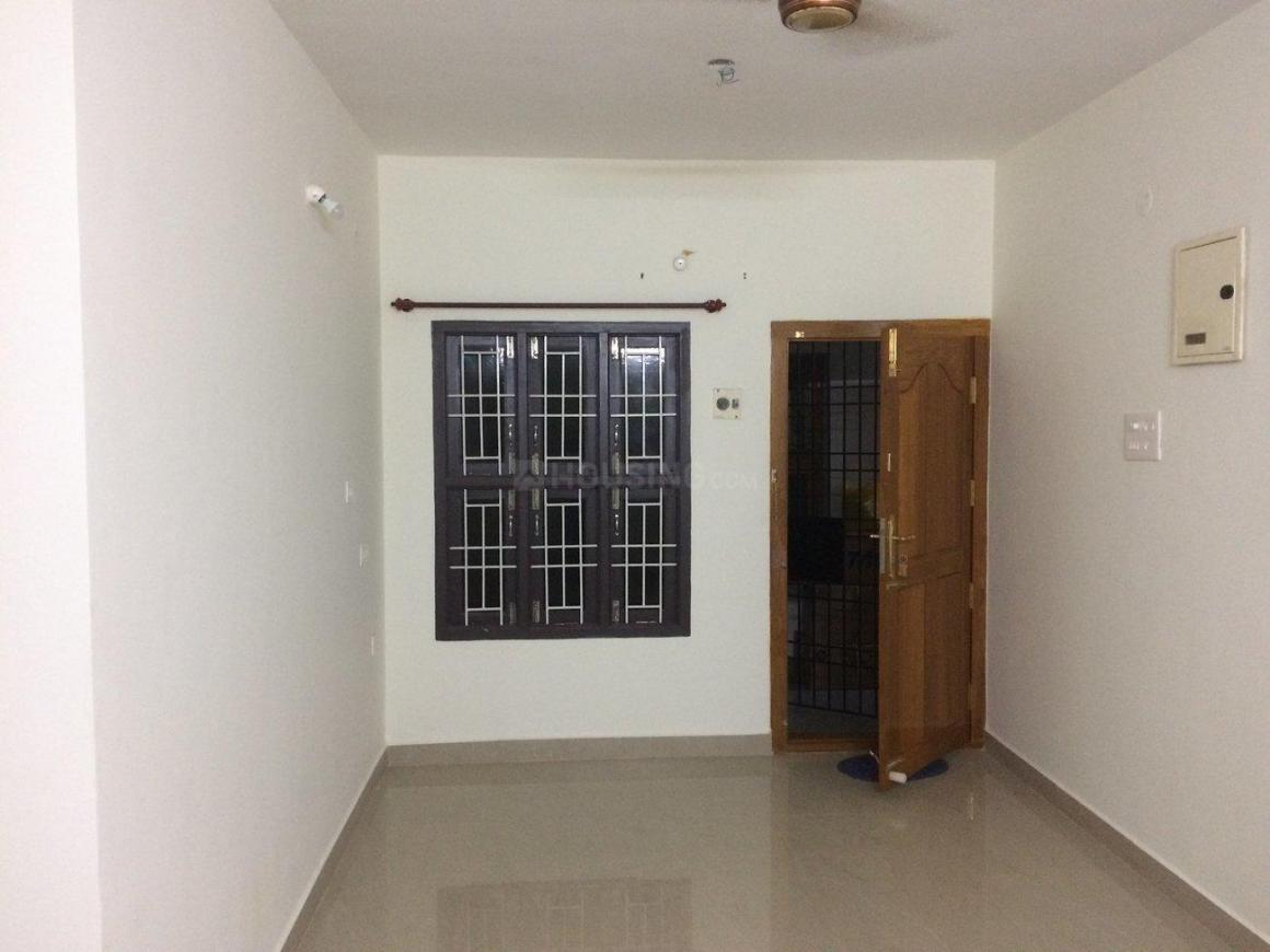 Living Room Image of 777 Sq.ft 2 BHK Apartment for rent in Selaiyur for 9500