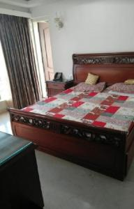 Gallery Cover Image of 1300 Sq.ft 3 BHK Apartment for rent in Bandra West for 175000