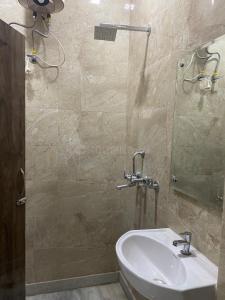 Bathroom Image of Economical PG in Karol Bagh