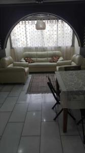 Gallery Cover Image of 750 Sq.ft 1 BHK Apartment for rent in Khar West for 65000