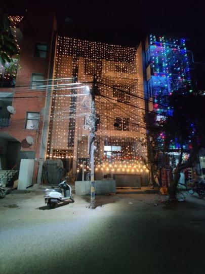मालवीय नगर में बत्रा हाउस के बिल्डिंग की तस्वीर