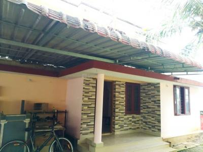 Gallery Cover Image of 1000 Sq.ft 2 BHK Independent Floor for rent in Chembukkav for 10000