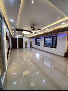 Gallery Cover Image of 2600 Sq.ft 4 BHK Apartment for buy in Niti Khand for 16700999