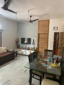 Gallery Cover Image of 1250 Sq.ft 2 BHK Apartment for buy in Navrangpura for 5500000