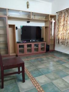 Gallery Cover Image of 2000 Sq.ft 3 BHK Independent House for rent in Perungudi for 60000