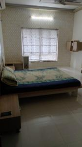 Bedroom Image of Creative Paying Guest in Bodakdev