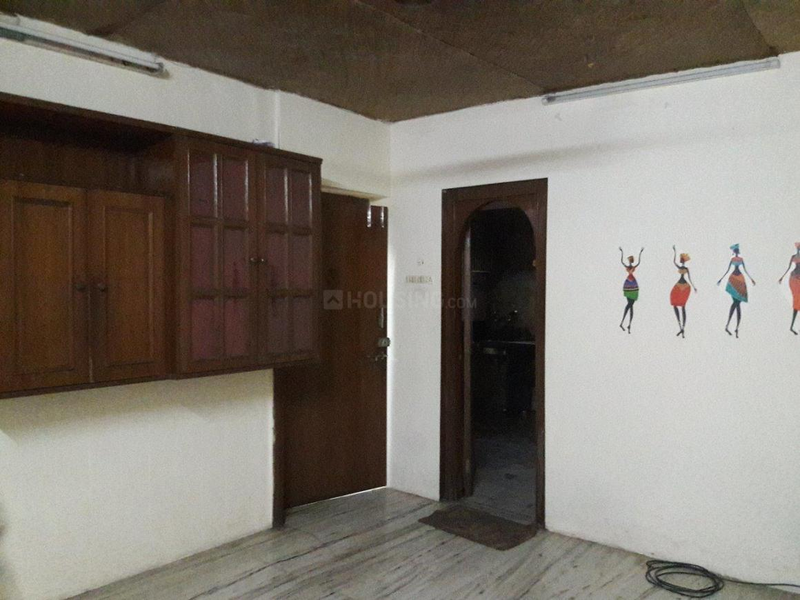 Living Room Image of 650 Sq.ft 1 BHK Apartment for rent in Bandra East for 30000