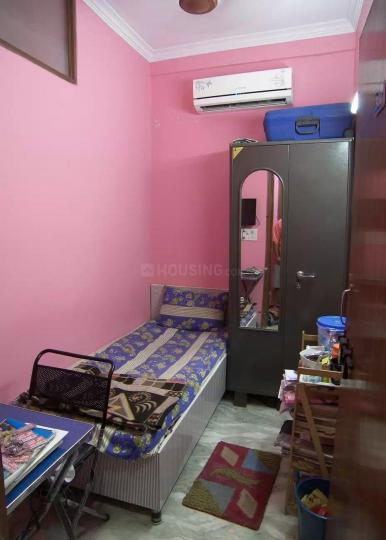 पटेल नगर में पी लक्ष्मी विला में बेडरूम की तस्वीर