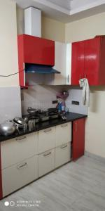 Gallery Cover Image of 500 Sq.ft 2 BHK Independent Floor for rent in Shahberi for 10000