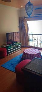 Gallery Cover Image of 7000 Sq.ft 8 BHK Apartment for rent in Juhu for 650000