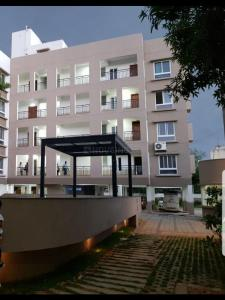 Gallery Cover Image of 1124 Sq.ft 2 BHK Apartment for rent in Keelakattalai for 21000