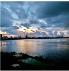 Gallery Cover Image of 1600 Sq.ft 3 BHK Apartment for buy in Gitanjali, Colaba for 200000000