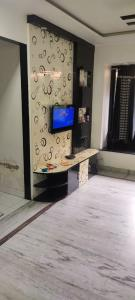 Gallery Cover Image of 680 Sq.ft 1 BHK Apartment for rent in Happy Home Sarvodaya Pooja CHS, Kalyan West for 14500