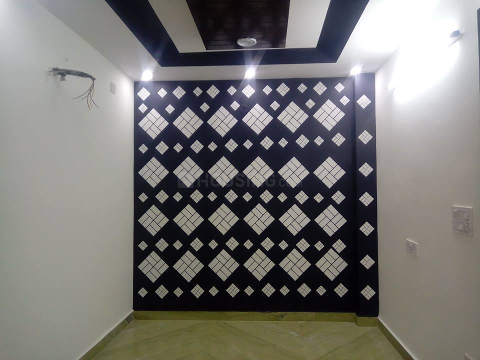 Living Room Image of 850 Sq.ft 3 BHK Apartment for buy in Uttam Nagar for 3900000