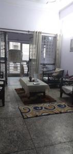 Gallery Cover Image of 650 Sq.ft 1 RK Apartment for rent in Swaraj Paryatan Vihar, Vasundhara Enclave for 14000