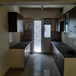 Gallery Cover Image of 1250 Sq.ft 3 BHK Apartment for rent in Sethi Max Royal, Sector 76 for 22000