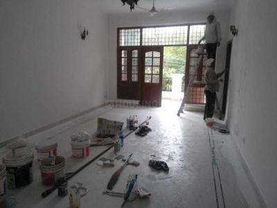 Gallery Cover Image of 1400 Sq.ft 2 BHK Apartment for rent in Safdarjung Enclave for 40000