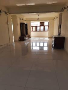 Gallery Cover Image of 1615 Sq.ft 3 BHK Apartment for rent in Colaba for 200000