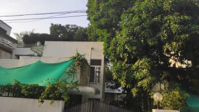 Gallery Cover Image of 2324 Sq.ft 3 BHK Independent House for buy in Arera Colony for 15500000