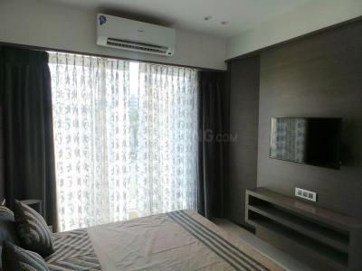 Gallery Cover Image of 860 Sq.ft 2 BHK Apartment for rent in Sheth Vasanth Utsav Complex, Kandivali East for 30000